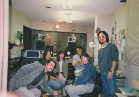 バイトしてた福井さんのスタジオで。 右から福井さん、ワタシ、てっちゃん(元サーカス&サーカスの店長)あとは地元ミュージシャンたち。
