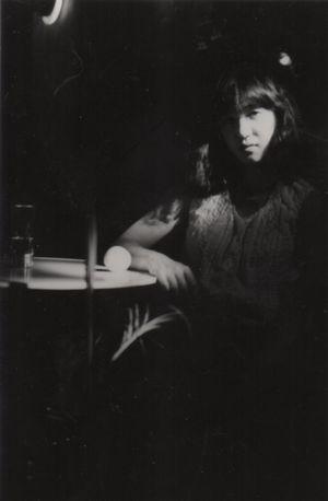 デモテープ作ったとき,アーティスト写真も必要と言われ,友人に頼み撮影してもらった。照れくさいのをごまかすためかなり飲んでいる。